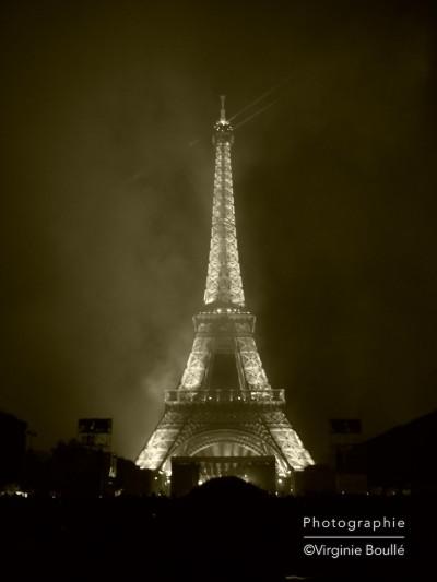 14 juillet 2011, Feu d'artifice Champs de Mars, Paris Tour Eiffel