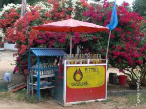 Station essence, Koh Phangan, Thaïlande © Virginie Boullé